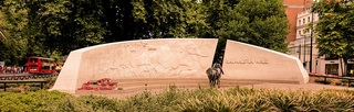 Animals_in_War_Memorial,_Hyde_Park,_London.jpg